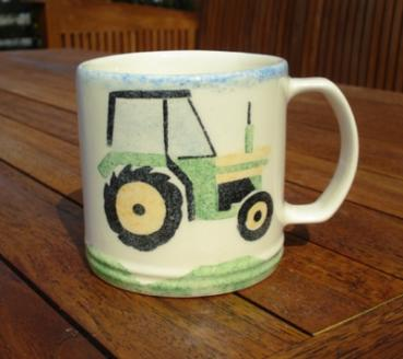 Aston Pottery Traktor Becher
